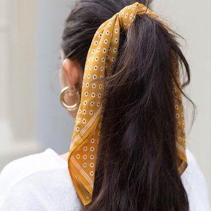 NWOT Madewell silk bandana / neck scarf in gold